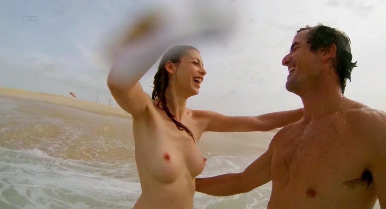 Julie Dray nude - Base (2017)