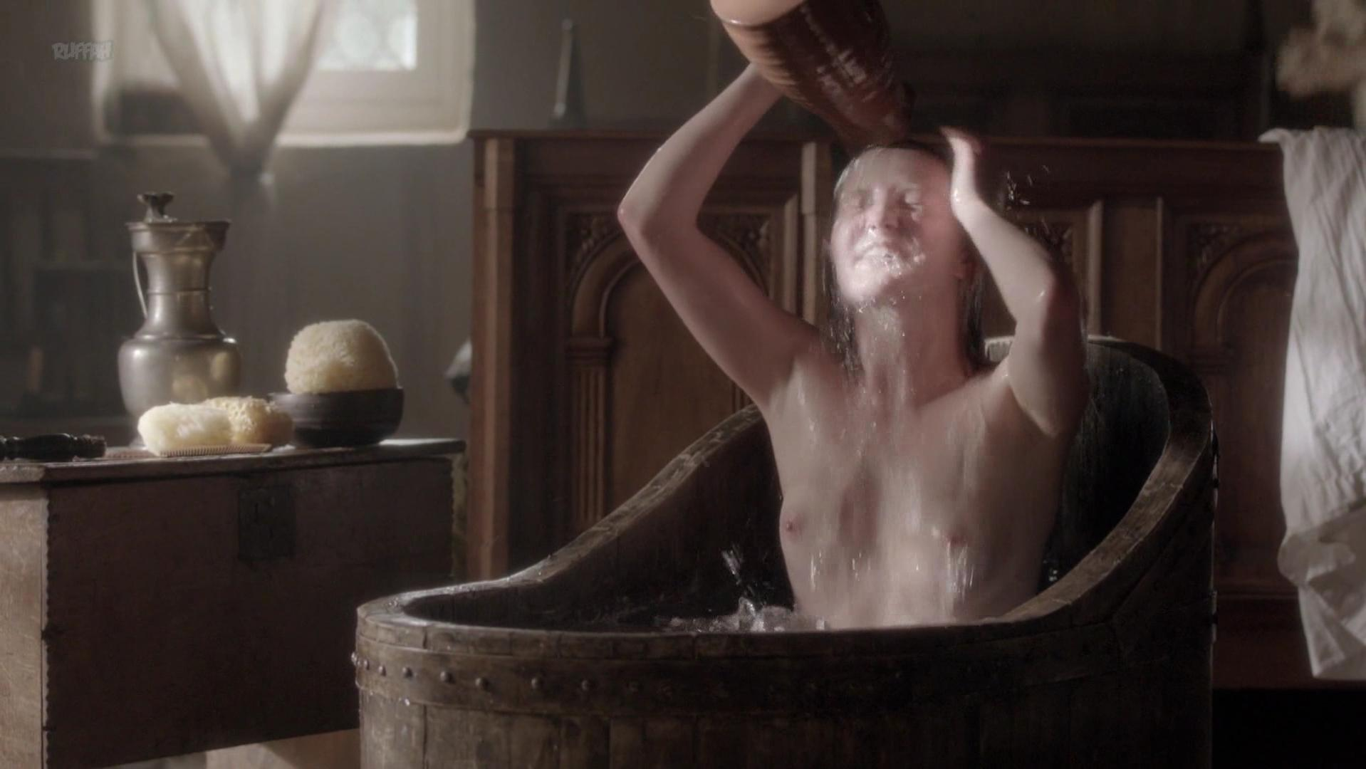 Eve Ponsonby nude - The White Queen s01e01 (2013)