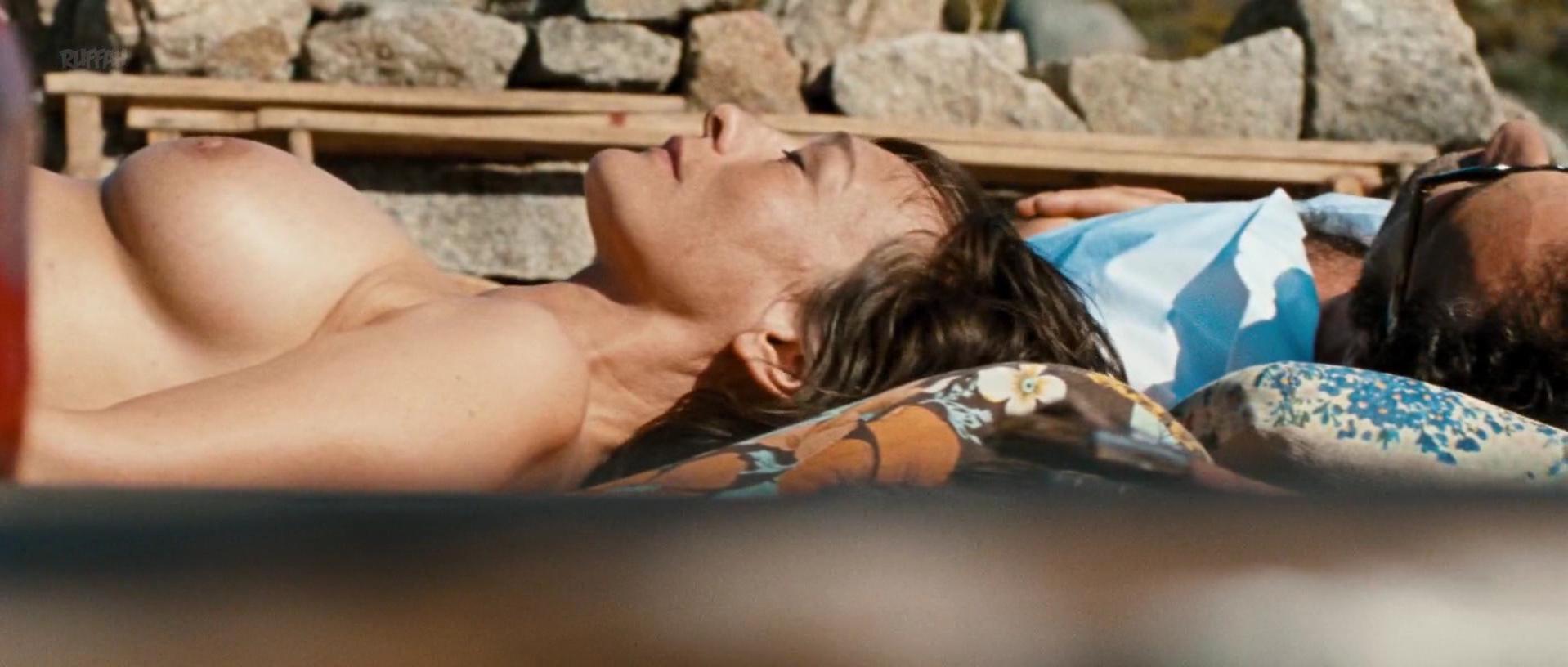 Marine Sainsily nude, Elina Lowensohn nude - Laissez Bronzer les Cadavres (2017)