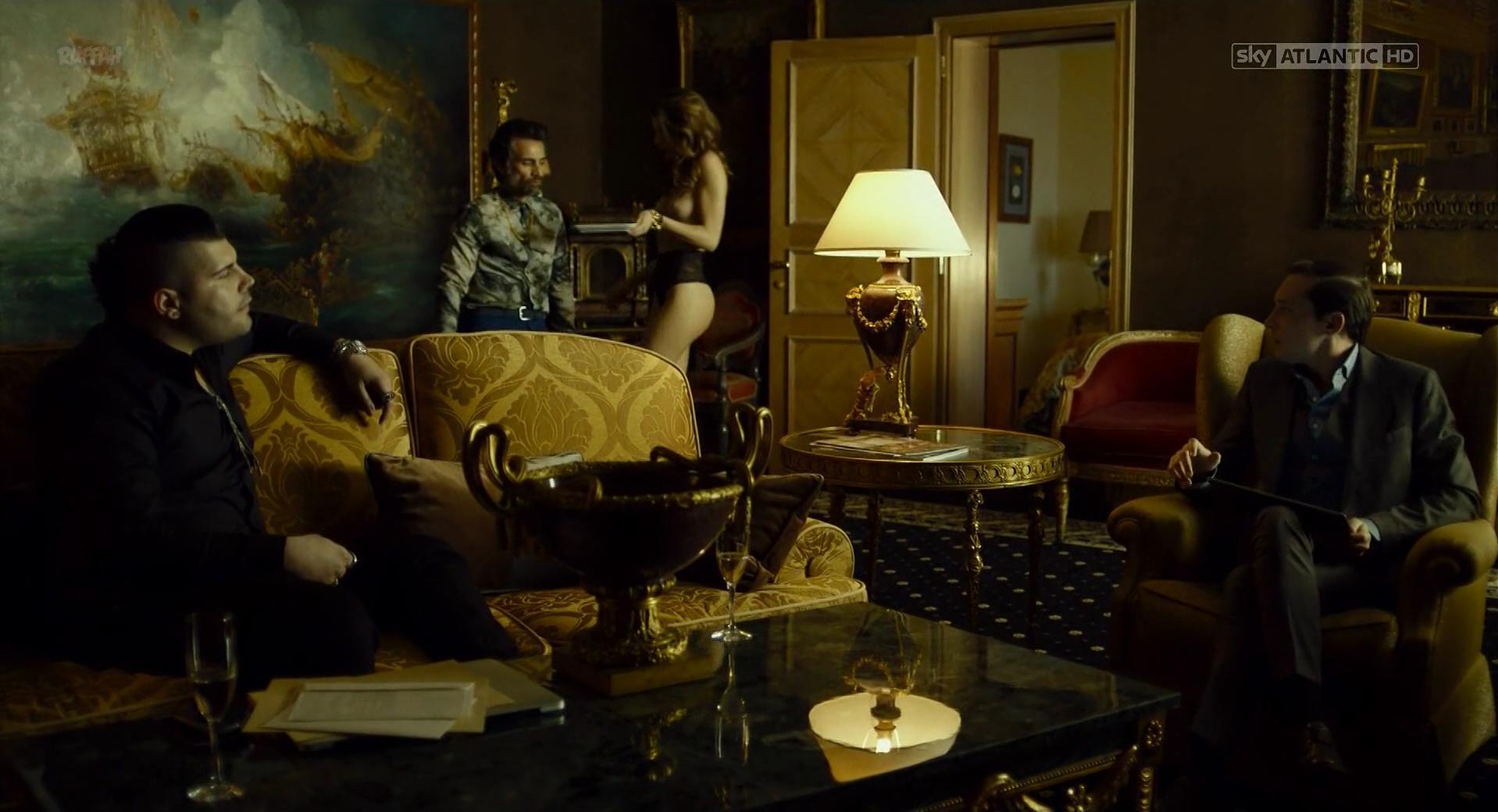 Chiara Bianchino nude, Catherine Del Carmen Barreto Martinez nude - Gomorra s03e02 (2017)