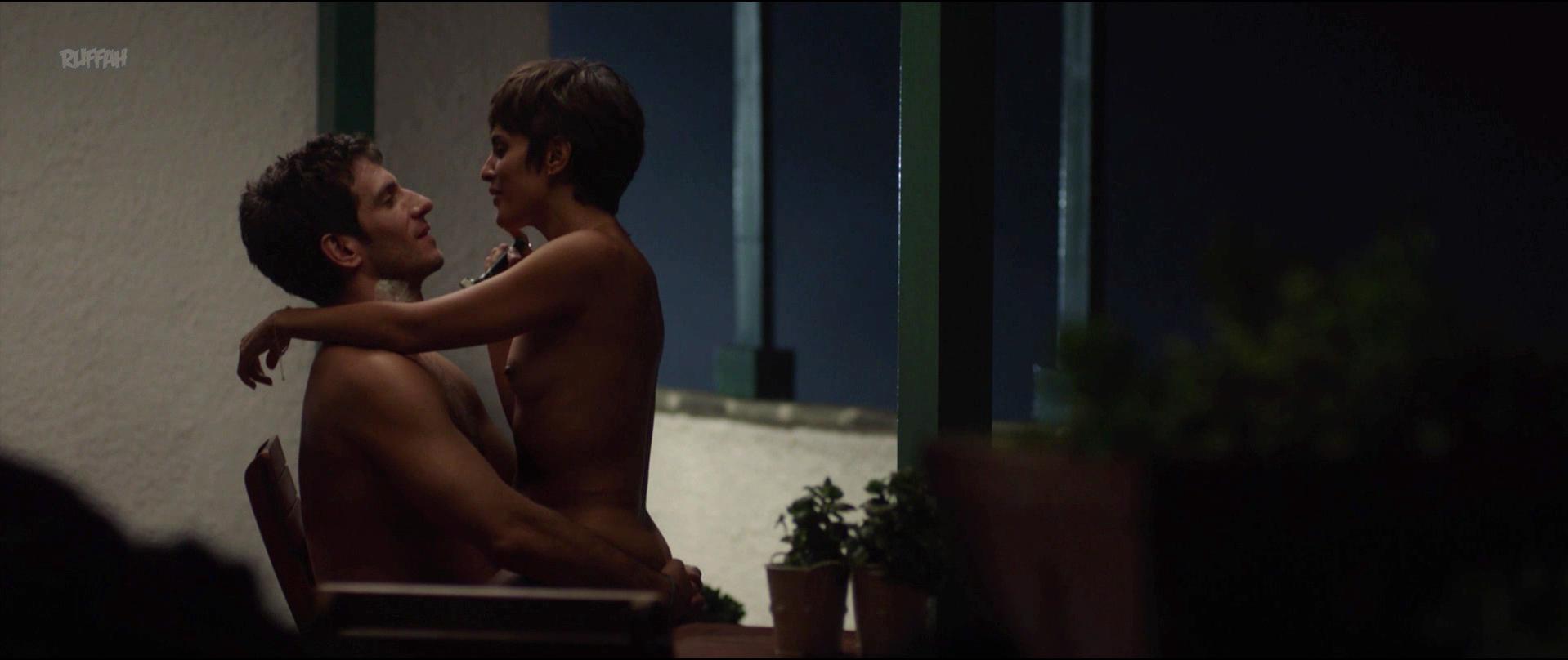 Veronica Echegui nude - La Niebla y la Doncella (2017)