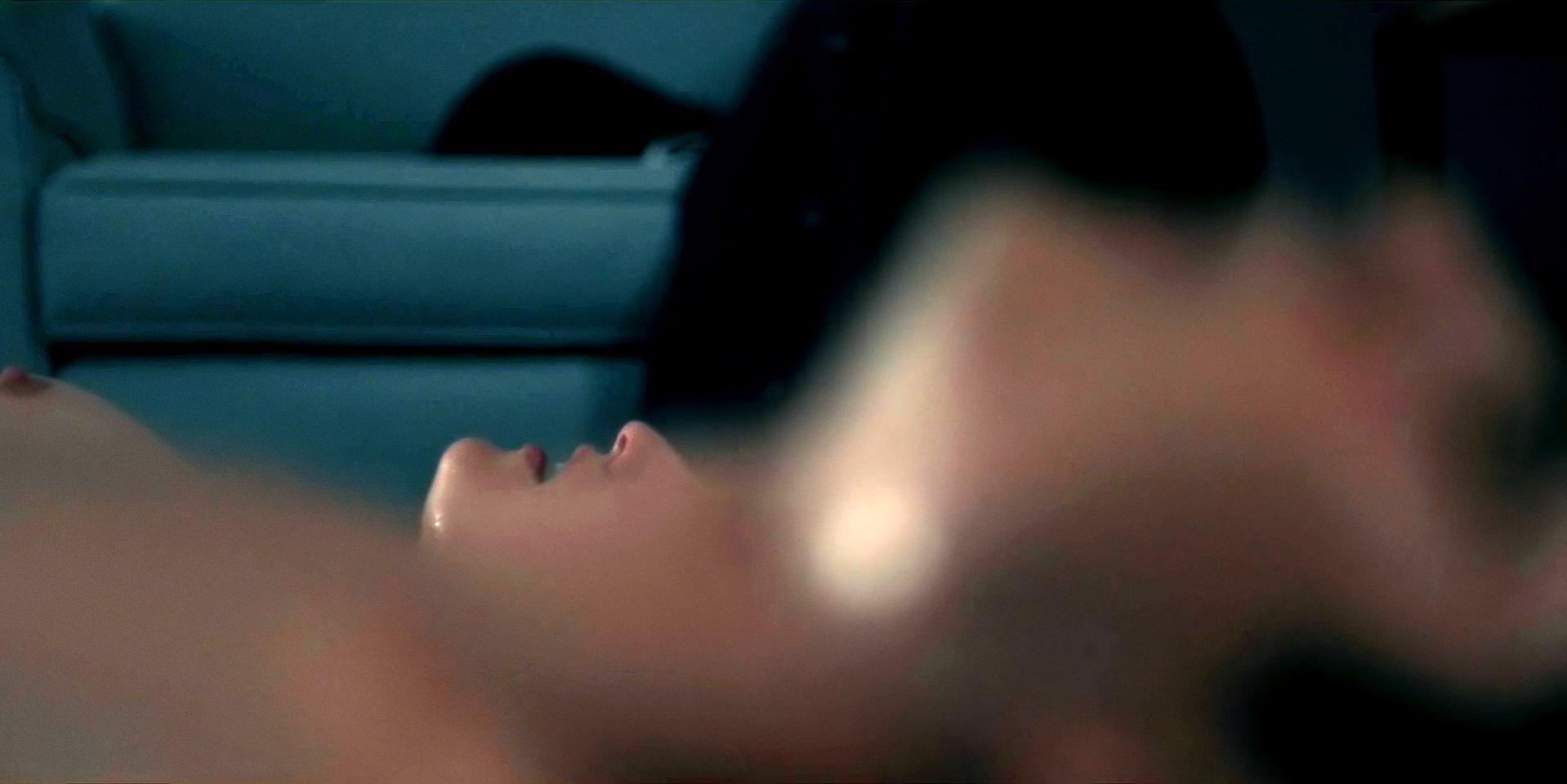 Elizabeth Moss nude - The Handmaid`s Tale s02e02 (2018)